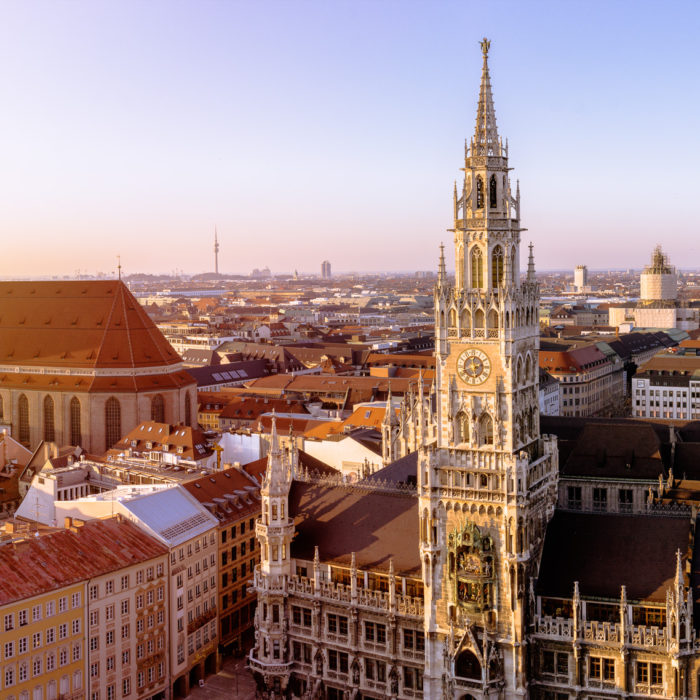 Panorama Ansicht von München, Deutschland, Innenstadt mit Frauenkirche und Rathaus am Marienplatz.